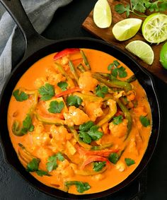 This silky Thai red curry dish with cauliflower is flavorful and easy. It's ready in less than 30 minutes. Califlower Recipes, Bean Recipes, Curry Recipes, Vegetarian Recipes, Fast Recipes, Red Thai Curry Vegetarian, Thai Red Curry, Curry Dishes