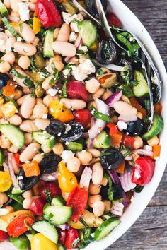 Mediterranean Bean Salad Mediterranean Bean Salad is the perfect no-mayo side salad for picnic and barbecue season, plus it makes fabulous healthy packable lunches! Barbecue Side Dishes, Barbecue Sides, Potluck Side Dishes, Barbecue Recipes, Sides For Bbq, Salads For Picnics, Summer Salads, Salads For Lunch, Bbq Salads