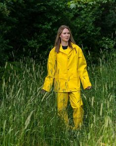 Sofie is wearing real retro classic rainwear, reuse of pvc fabric on cottonbacking, so real vintage in farmerrains. Yellow Coat, Yellow Raincoat, Rubber Raincoats, Country Wear, Pvc Fabric, Rain Suit, Rain Gear, Cosplay Outfits, Green Jacket