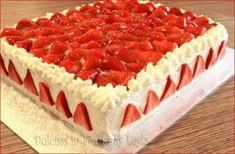Torta allo yogurt e fragole creata con pan di spagna allo yogurt, crema allo yog… Yoghurt and strawberry cake created