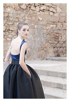 Falda con volumen y cuerpo escote bailarina en espalda. www.cristinatamborero.com