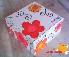 $8 Caja con flores pintadas Temática floral con bastante simplicidad y minimalismo