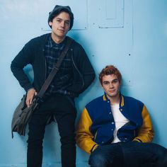 Cole (Jughead) LOOKS SO FRIKIN ADORABLE IN THIS