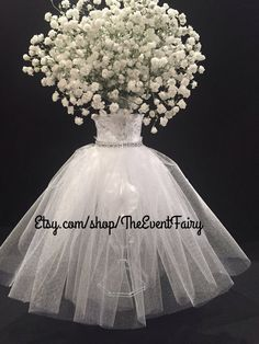 Are you thinking about having your wedding by the beach? Are you wondering the best beach wedding flowers to celebrate your union? Here are some of the best ideas for beach wedding flowers you should consider. Trendy Wedding, Elegant Wedding, Diy Wedding, Wedding Day, Wedding Rustic, Post Wedding, Wedding Favours, Luxury Wedding, Wedding Signs