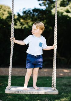 Prince George celebrates his third birthday as Kate Middleton releases new photos | Daily Mail Online