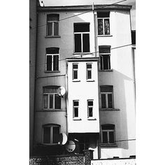 Awash with windows #etterbeek #brussels #brussel #bruxelles #belgium #belgique #belgië #brusselsarchitecture #bxl #instabxl #bruoftheday #windows #fenêtres #ramen #blackandwhite #noiretblanc #zwartenwit (at Avenue Victor Jacobs)