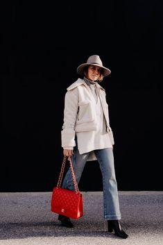 Auf dem Modeblog verrate ich dir heute, wie gut man eine Kick Flare Jeans kombinieren kann. Ich liefere dir 3 gute Gründe, warum die Jeans ein echter Allrounder ist. Außerdem auch 3 Styling-Tipps für jeden Tag. www.whoismocca.com #kickflare #winteroutfit #modetrends #jeans Casual Chic Outfits, Kick Flare Jeans, Fashion Beauty, Womens Fashion, Fashion Trends, Fashion Bloggers, Curvy Plus Size, Teenager Outfits, Passion For Fashion