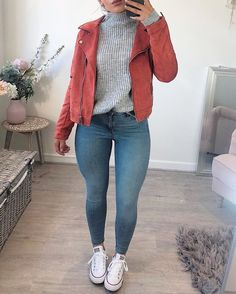 Casual autumn outfit today🍂 ‼️Links to everything on my story‼️ 🔸 jumper - NA-KD 🔸 jeans - Top. Trendy Summer Outfits, Winter Fashion Outfits, Casual Fall Outfits, Fall Winter Outfits, Teen Fashion, Spring Outfits, Junior Fashion, Cute Outfits For Fall, Easy Outfits