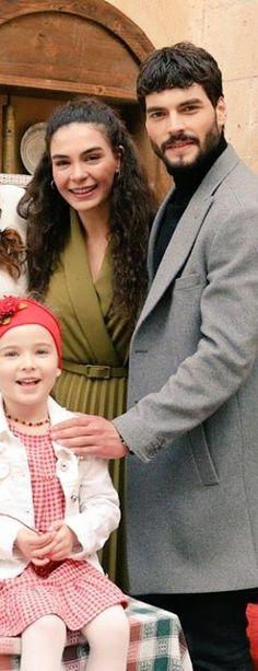 Ebrar Alya Demirbilek, Ebru Şahin y Akin Akinözü Cute Actors, Drama Series, Turkish Actors, Actresses, Couple Photos, Film, Clothes, Turkish Men, Celebs