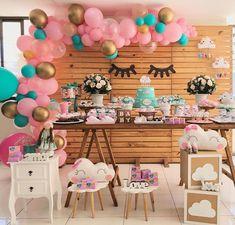 Chuva de amor Que encanto!!! Linda demais!!! Por @rafacarvalhofestas #chuvadeamor #festachuvadeamor #chuvadebencaos #chadebebe… Unicorn Birthday Parties, Birthday Party Themes, Unicorn Party, Tulle Balloons, Wedding Decorations, Baby Shower Decorations, Baby Shawer, Ideas Para Fiestas, Girl Shower