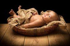 http://photographers.canvera.com/baby-portraits-photography-inspirations/tiny-treasures