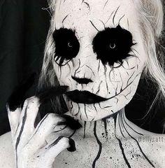 25 Geist-Blowing Halloween Makeup Looks makeup looks halloween geist blowing Amazing Halloween Costumes, Creepy Halloween Makeup, Amazing Halloween Makeup, Scary Makeup, Halloween Makeup Looks, Up Halloween, Halloween Contacts, Vintage Halloween, Horror Make-up