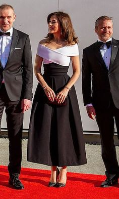 Crown Princess Mary donned an off the shoulder dress by Preen on a visit to Seattle, Washington, where she helped open the brand new Nordic Museum. Mary wore Preen by Thornton Bregazzi Princess Marie Of Denmark, Princess Victoria Of Sweden, Princess Charlene, Crown Princess Mary, Princesa Mary, Royal Dresses, Nice Dresses, Royal Fashion, Fashion Photo