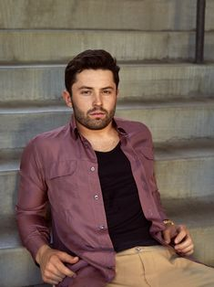 He may not look like the NFL's scariest young quarterback, but that's what Baker Mayfield has become. In this interview with GQ, he talks about his boundless confidence and how his grandma handled one R-rated Mayfield move. Cute Football Players, Football Moms, Baker Mayfield Nfl, Girls Football Boots, Beautiful Men Faces, Odell Beckham Jr, Skateboard Girl, New York Jets, Cleveland Browns