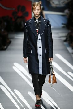 Prada Spring 2018 Ready-to-Wear Collection Photos - Vogue