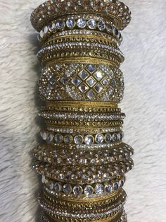 Indian Jewelry Sets, Indian Wedding Jewelry, Indian Bangles, Bridal Bangles, Gold Bangles, Bridal Jewelry, Pearl Necklace Designs, Beaded Necklace, Pakistani Jewelry