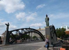 Meer bruggen dan Amsterdam en Venetië bij elkaar, je hebt het vast wel eens over Hamburg gehoord. Die moeten we zien! Hier zijn 6 van Hamburgs bruggen.
