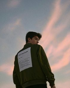 boy, manu rios, and sky image Photo Poses For Boy, Boy Poses, Male Poses, Portrait Photography Poses, Tumblr Photography, Photography Tips, Psycho Photography, Newborn Photography, Famous Photography