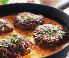 Färsbiffar i gräddig tomatsås   Recept ICA.se Baby Food Recipes, Meat Recipes, Healthy Recipes, I Love Food, Good Food, Minced Meat Recipe, Scandinavian Food, Fish Dinner, Swedish Recipes