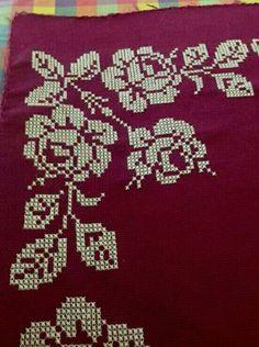 Cross Stitch Flowers, Cross Stitch Patterns, Hello Kitty Crochet, Pinterest Blog, Wordpress Theme, Christmas Sweaters, Diy And Crafts, Ftm, Embroidery