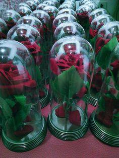 Redoma com Rosa Inspirada no filmea Bela e a Fera. Detalhes: 103 Cúpulas com 7,3 de diâmetro, com 15 de altura. Cúpulas de acrílico. Bases de plástico, na cor ouro velho. Rosas artificiais de veludo. Apenas R$18,00 a unidade. Preço de atacado, aproveite! Tag Blanket, Beauty And The Beast, Velvet, Creativity, Roses, How To Make