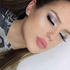 ✨ @amadea_dashurie used our Mermaid beam highlighter for that glow! ✨✨