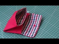 Facilisimo portamoneda - YouTube Sewing Crafts, Sewing Projects, Sewing Lessons, Felt Diy, Baby Sewing, Purse Wallet, Sewing Patterns, Make It Yourself, Purses