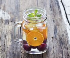 These 17 fruit infused detox water recipes are deliciously healthy. These fruit infused waters are refreshingly different than your average water. Fruit Infused Water, Fruit Water, Infused Waters, Detox Drinks, Healthy Drinks, Best Foods For Skin, Food For Glowing Skin, Body Reset, One Day Detox