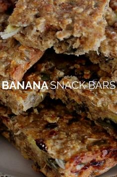 I like to have something healthy for breakfast, especially something I can eat on the go and these banana snack bars are perfect. Goat Recipes, Snack Recipes, Brownie Recipes, Dessert Recipes, Weetabix Cake Slimming World, Banana Snacks, Banana Bars, Healthy Snacks, Healthy Recipes