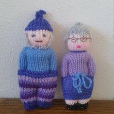 I love knitting comfort dolls Knitting For Charity, Knitting For Kids, Crochet For Kids, Knitting Projects, Baby Knitting, Knitted Doll Patterns, Easy Knitting Patterns, Knitted Dolls, Loom Knitting