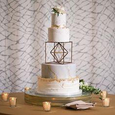 Wow, stunning creative wedding cake