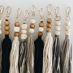 The Verrettes Tassle Clip Yarn Crafts, Bead Crafts, Jewelry Crafts, Handmade Jewelry, Resin Jewelry, Diy Crafts, Tassle Keychain, Diy Keychain, Keychain Ideas