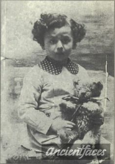 Victor Mandelbaum Gender: male child Birth: Oct. 1936 Nationality: French Background: Jewish Residence: Paris, France Death: September 20, 1942 Cause: Gassed Age: 5