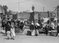 السوق. طبريا، فلسطين. ١٩٠٠-١٩٢٠ The market. Tiberias (Tabareyya), Palestine. 1900-1920 El mercado. Tiberias (Tabareiia), Palestina. 1900-1920