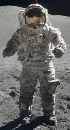 Nasa NASA's future plans look as ridiculous as the first spacesuit. Apollo 11, Nasa Space Center, Astronaut Suit, Astronaut Craft, Nasa Solar System, Nasa Clothes, Apollo Space Program, Apollo Missions, Space Race