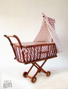 berceau ancien de poup e en bois cm avec tour de lit et matelas d 39 origine landau. Black Bedroom Furniture Sets. Home Design Ideas