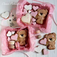 No photo description available. Cookies Cupcake, Valentine's Day Sugar Cookies, Fancy Cookies, Cookie Icing, Cupcakes, Iced Cookies, Cute Cookies, Royal Icing Cookies, Cookies Et Biscuits