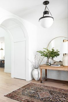 Apartment Decoration, Entryway Decor, Interior Design Inspiration, Home Decor Inspiration, Hallway Ideas Entrance Narrow, Modern Hallway, Modern Entry, Home And Deco, Home And Living