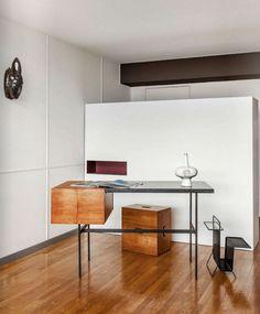 Pierre Paulin desk, Le Corbusier tabouret, Mathieu Matégot magazine rack. Duplex in Le Corbusier's Cité Radieuse, Marseille. Photography Matthieu Salvaing & Piera Beoni for Elle Decor Italia.