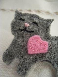 Love Cat brooch - Handmade cute cat felt pinback badge