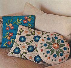 Vintage Flower Motif Pillow Collection PDF por MomentsInTwine