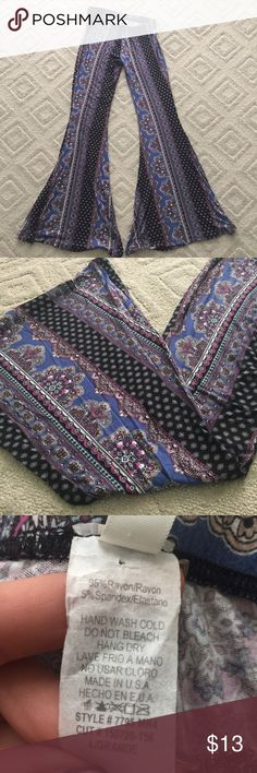 Patterned bellbottom pants Cute patterned bellbottom pants from local boutique. Colors black, white, pink and blue Pants Boot Cut & Flare