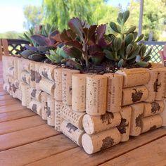Hermosa maceta de corchos de vino
