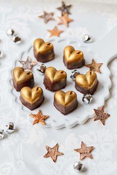 Merkur Blog | Champagner-Pralinen Food Styling, Stuffed Mushrooms, Vegetables, Desserts, Blog, Banana, Chocolate Candies, Schokolade, Champagne