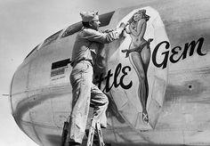 "art Nez sur B-29 Superfortress ""Little Gem""                                                                                                                                                                                 More"