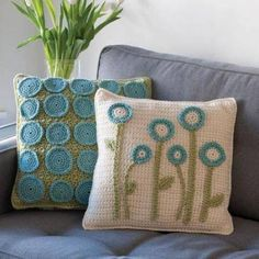 crochet pillows – need to figure out a pattern for these. thinking my sister's b… – Yvonne W - Crochet Crochet Diy, Crochet Home Decor, Love Crochet, Beautiful Crochet, Crochet Crafts, Crochet Flowers, Crochet Projects, Crochet Hooks, Ravelry Crochet