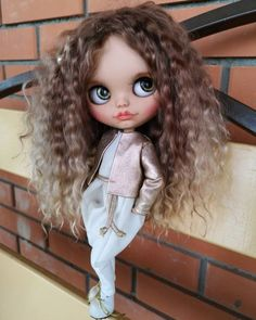 Coisas que Gosto: BONECAS DOLL Tiny Dolls, Ooak Dolls, Blythe Dolls, Curly Hair Drawing, Anime Girl Hot, Kawaii Doll, American Girl Clothes, Cute Cartoon Wallpapers, Doll Repaint