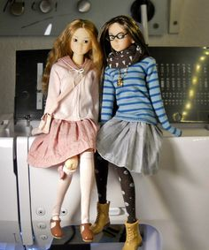 some new clothes for momoko dolls - love the cute glasses