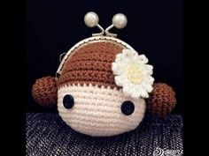 Monedero o Carterita de una pieza tejido a crochet - YouTube Crochet Coin Purse, Crochet Pouch, Crochet Keychain, Crochet Purses, Crochet Dolls, Love Crochet, Crochet Baby, Knit Crochet, Crochet Crafts