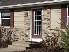 Rock Accent Exterior Of Stone Veneer To Choose From